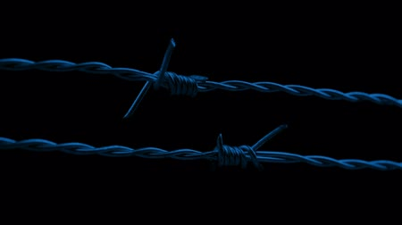 farpado : Passing Along Barbed Wire At Night