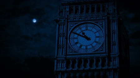 épületek : Big Ben Clock Face In Moonlight Stock mozgókép