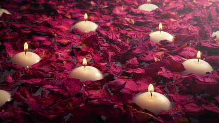 свечи : Luxury Bath With Candles And Rose Petals