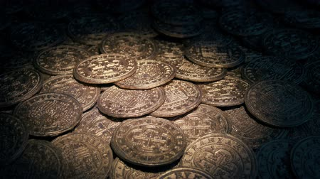 cenný : Torch Lights Up Pile Of Gold Coins