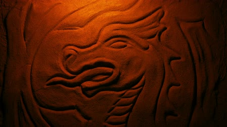 mítosz : Carved Stone Dragon In Fire Glow