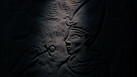 nílus : Person Shines Torch On Egypt Wall Carving