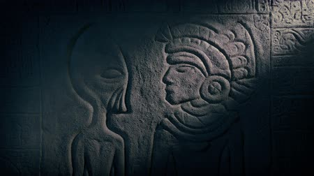 azték : Alien And Aztec Man Carving In Ancient Temple