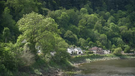 английский парк : Houses By The River In Pretty Rural Landscape