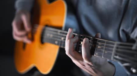 Guitar player plays scales and gamms on the acoustic western guitar with steel strings with different speed, exercises and arpeggios, video with sound, plaing the guitar Stok Video