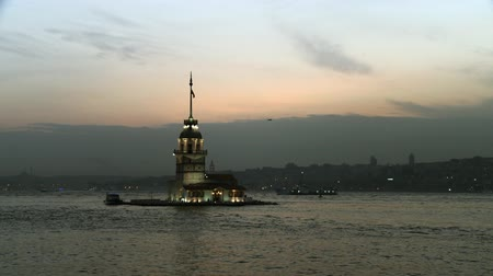 istanboel : Maiden's Tower in de zaak Bosphorus. Full HD 1080p, 24fps. Stockvideo