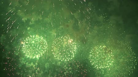 взрывной : Spectacular and colorful fireworks show. Full HD, 1080p, 30fps.