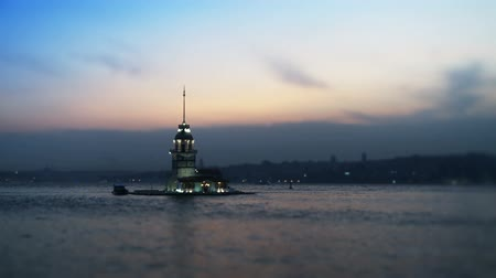 istanboel : Maiden's Tower in de zaak Bosphorus. Full HD, 1080p, 24fps, Selecive focus. Stockvideo