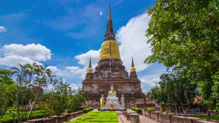 tapınaklar : 4k timelapseof old Temple pagoda, Wat Yai Chai Mongkol at Ayutthaya, Thailand, World Heritage Site  Stok Video