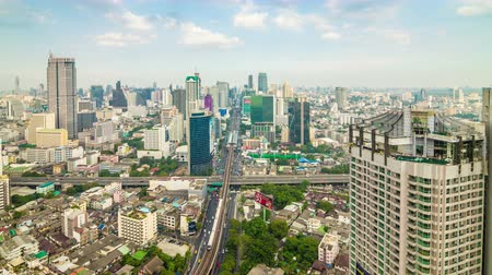 múltiplas : 4k timelapse day of Bangkok city Thailand, Background blue sky and zoom out effect
