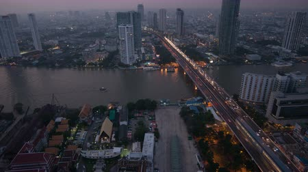 costa : Day to night 4k timelapse of modern building at riverside with traffic on bridge at Bangkok, Thailand Vídeos