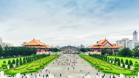 gates : Chiang KaiShek Memorial Hall in Taipei. Chiang Kaishek Memorial Hall is a popular travel destination among tourists visiting Taiwan. Stock Footage