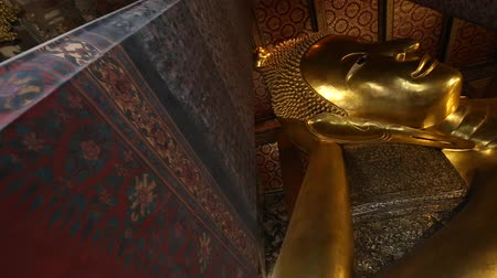 reclináveis : Ancient of golden reclining buddhist statue religion concept