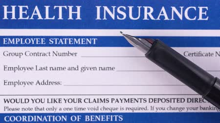 compensar : Man lay a black pen on a health insurance form. Close-up Vídeos