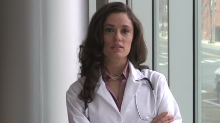 醫療保健 : A brunette female doctor, possibly in her mid 30s, turns and faces the camera.  She appears to be very impatient or upset.