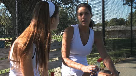 sportowiec : Two competitors during and after a tennis match Wideo