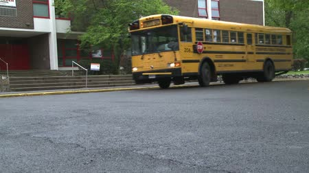 orta : Kids head for buses after school