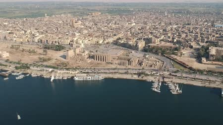 Нил : View of Nile river, Luxor temple and city Luxor in Egypt Стоковые видеозаписи