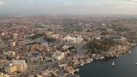 Нил : View of Aswan (Egypt) and Orthodox Church from Elephantine island