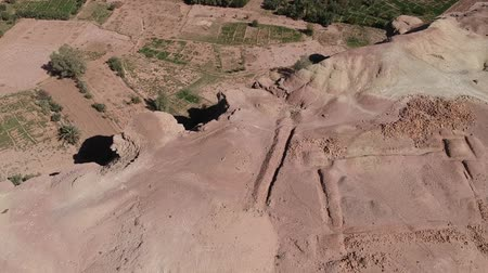 Бен : Flying near Ait-Ben-Haddou at Morocco with Drone - Ait-Ben-Haddou from above Стоковые видеозаписи