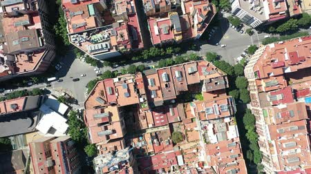 archeologie : Flying Drone over Houses and Streets in Barcelona City - Eixample District