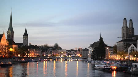 határkő : Zurich Skyline and the River Limmat in the Evening (Switzerland)