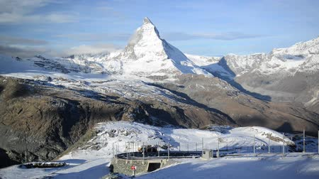 alpy : Stunning View Of Matterhorn In Swiss Alps. Shot from the Zermatt side on a beautifully clear day in full HD