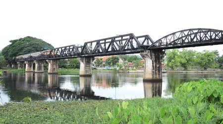 trilho : Railway Bridge over the River Kwai. Kanchanaburi, Thailand , Trains run through.