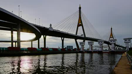 резидент : Bhumiphol bridge and river in Bangkok Thailand Стоковые видеозаписи