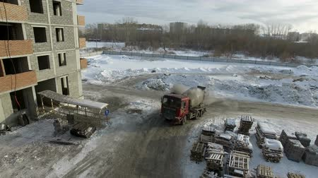 Truck glides on the ice on the construction site Vídeos