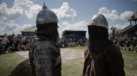 rytíř : Knights talk to each other and laugh