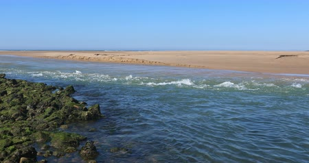 Strong current on the Payre estuary (Talmont-Saint-Hilaire, France)
