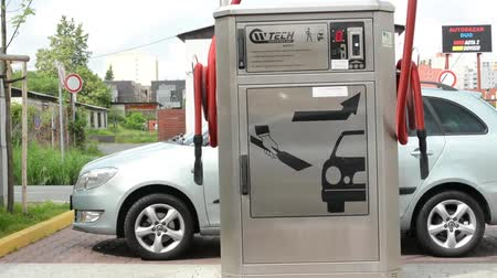 vending machine : machine for vacuuming with parked car