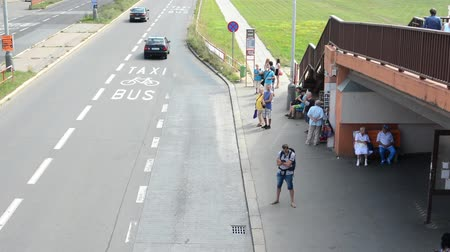 otobüs : bus stop - people wait for the bus