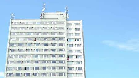 bloklar : high-rise block of flats - blue sky