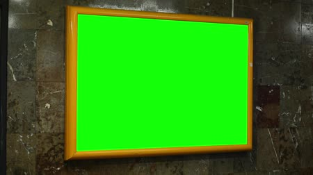 publicity : notice board (panel) - green screen - in subway