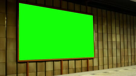 podzemní : billboard - green screen in subway (metro) - nobody