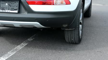 закрывать : car parks - detail on wheel