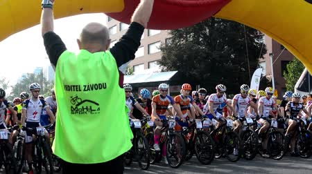 гонка : cycling race - cyclist - starting the race