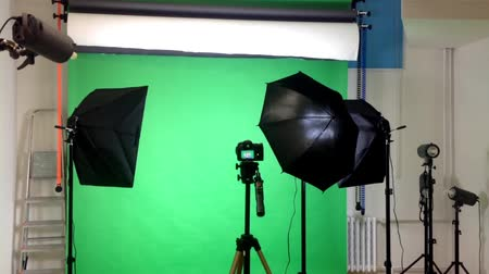 scény : film production - behind scenes - lighting - green screen studio Dostupné videozáznamy