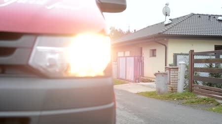 przesyłka : car van arrives in front of house - street