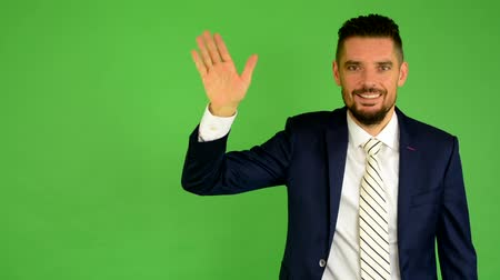 зеленый фон : business man waving hand - green screen - studio