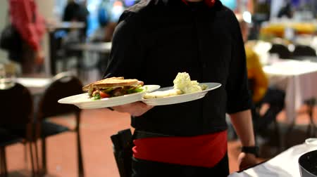 garçonete : waiter carries meals to customers