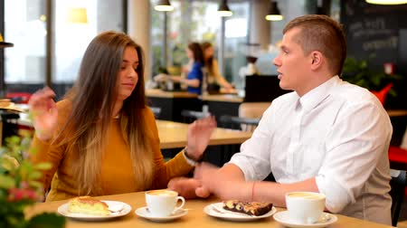 mládeži nepřístupno : unhappy couple argue in cafe - woman leave man - coffee and cake