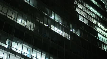 крупный план : business building (offices) - night - windows with lights - closeup Стоковые видеозаписи