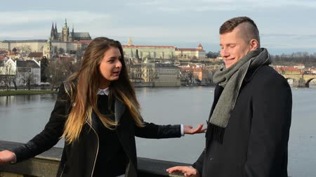 гнев : unhappy couple argue on bridge - city (Prague) in background Стоковые видеозаписи