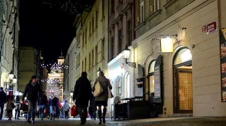 uliczki : urban street with shops - people walking - christmas decorations - night Wideo