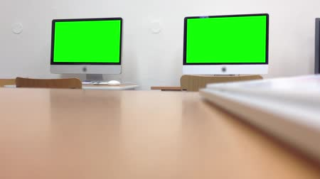 komputer stacjonarny : two computer (desktop) - green screen - keyboard Wideo