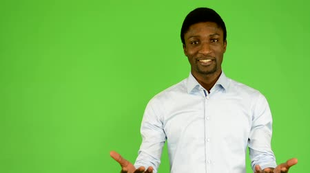 bas : young handsome black man talk - green screen - studio
