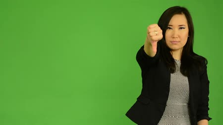 hiç kimse : young attractive asian woman disagrees - green screen studio